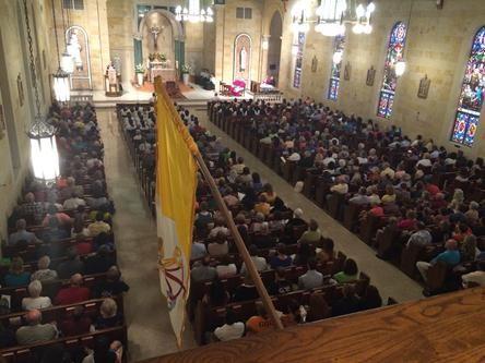adorazione eucaristica in opposizione alla messa nera