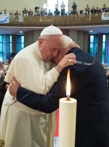 papa-francesco-ernest-simoni-albania-ansa
