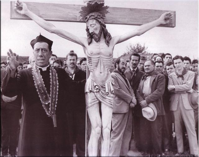 """La sindachessa pro crocifisso, il prete """"don Camillo""""e il """"pretePeppone"""""""