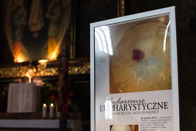 Il miracolo eucaristico avvenuto in Polonia «è un mistero e un segno della generosità diDio»