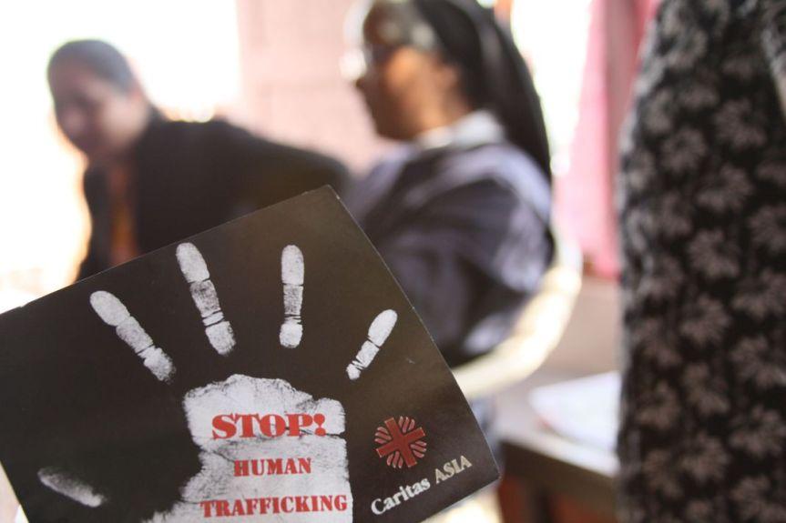 Nepal: otto parlamentari comunisti arrestati per traffico di esseriumani