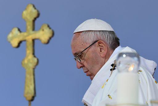 """Papa in Georgia: """"c'è una guerra mondiale per distruggere il matrimonio e l'ideologia gender è il grandenemico"""""""