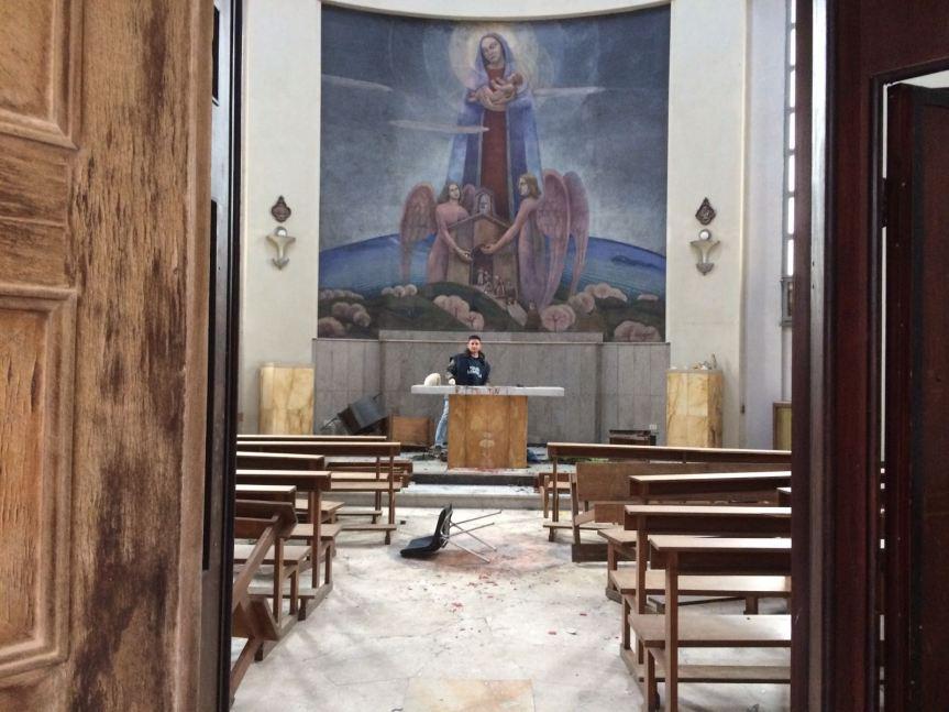 """Chiesa devastata a Perugia: riti satanici, odio anticristiano, non """"bravate o solo vandalismo"""""""