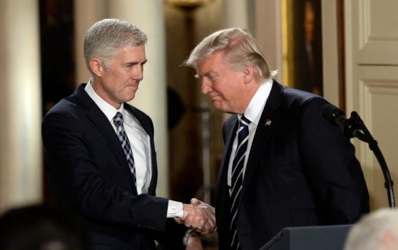 Applausi per Trump: nomina alla Corte Suprema il giudice antiabortista e pro libertà religiosa deicristiani