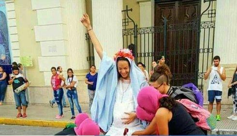 Argentina: femministe e lobby LGBT tentano di bruciare la Cattedrale di Buenos Aires. Terroristi comeIsis.