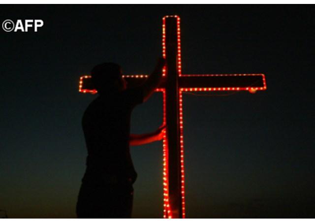 """Video appello del Papa: aiutare i cristiani perseguitati. Impegno Quaresima: """"in Paradiso non si va in carrozza, ma uscendo dalla schiavitù delpeccato"""""""