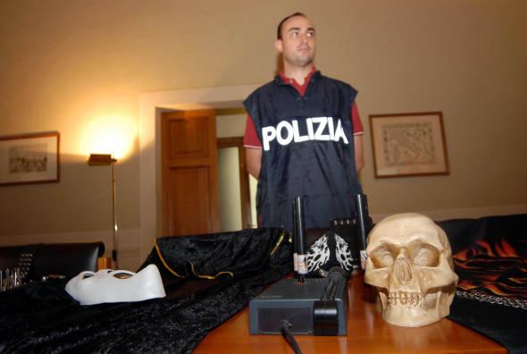 Allarme satanismo e psicosette a Milano : indagini del GRIS con i suoi Centriascolto