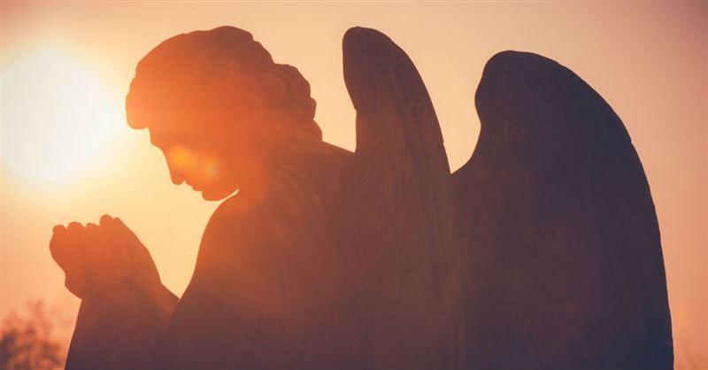 angel praying.jpg