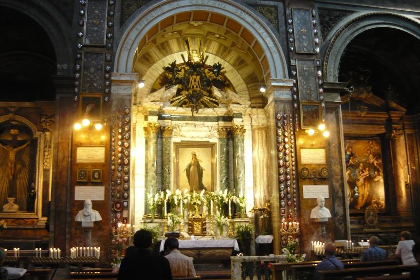 altare_del_miracolo_busti.jpg