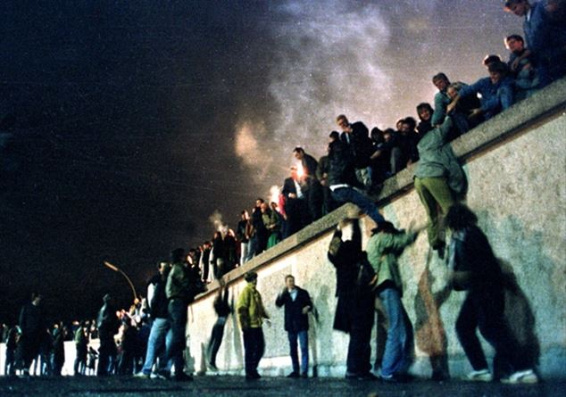 muro-berlino-reuters_2664273.jpg