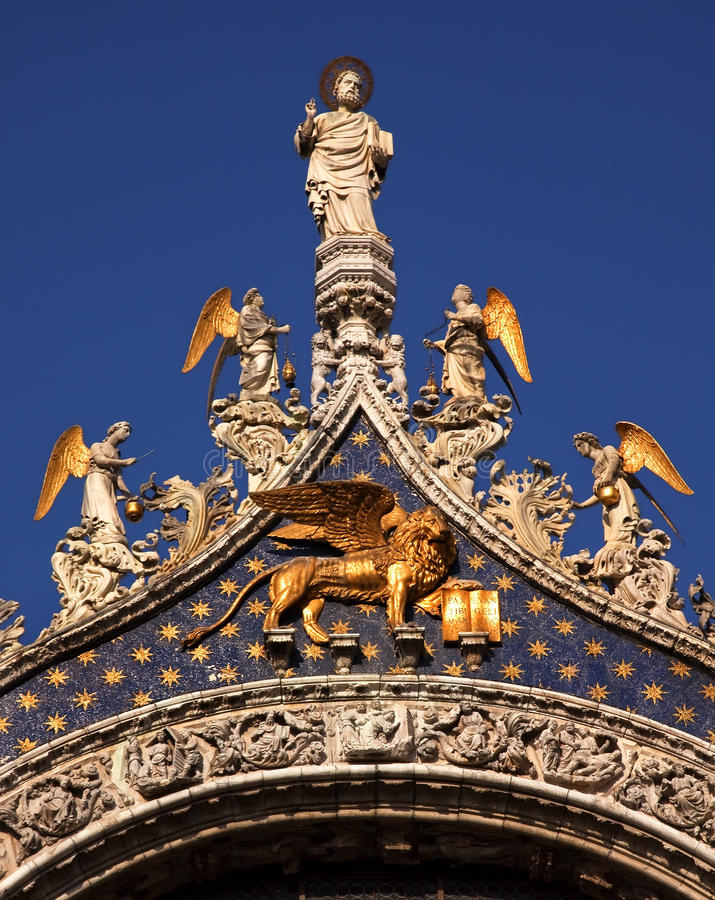 saint-mark-s-basilica-angels-statue-venice-11911579